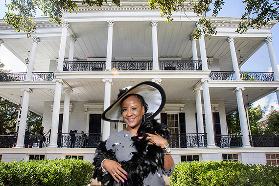 New Orleans green screen photo booth with mansion from American Horror Story