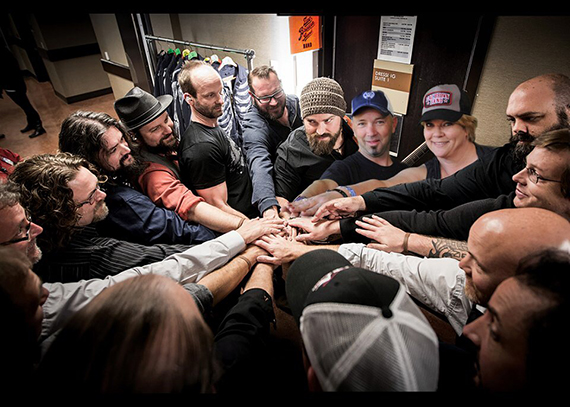 """A Phoenix Experiential photo marketing booth with Zac Brown Band -- here the participant """"hangs"""" with the cast."""