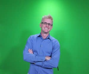 A participant against an Orlando green screen headshot photo booth green screen headshot photo lounge.